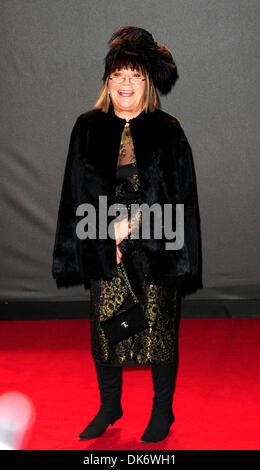 London, UK. 2. Dezember 2013. Hilary Alexander besucht The British Fashion Awards 2013 im Londoner Coliseum. Bildnachweis: - Stockfoto