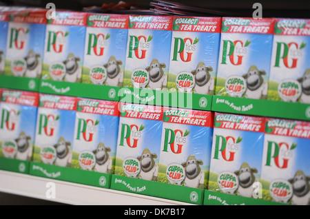 Supermarkt-Interieur zeigt Tee, England, UK Stockfoto, Bild ...