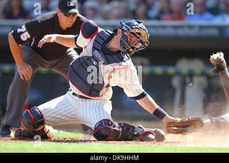 21. August 2011 - ist Minneapolis, Minnesota, USA - Minnesota Twins Catcher Drew Butera (41) nicht in der Lage die - Stockfoto