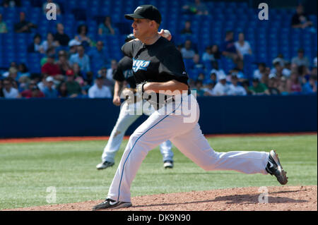 27. August 2011 - Toronto, Ontario, Kanada - Toronto Blue Jays Krug Shawn Camp (57) trat das Spiel im 6. Inning - Stockfoto