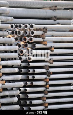 Detail der Stapel von langen Rohren - Stockfoto
