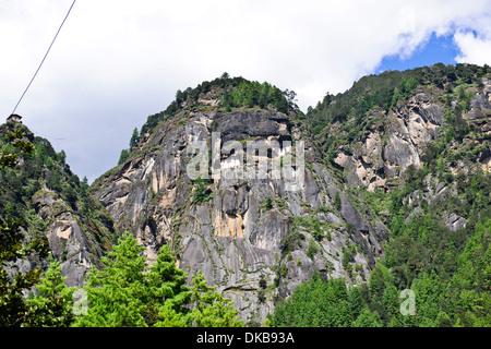 Tiger's Nest, 10180 Meter hoch, zwei Stunden Wanderung, der Aufstieg vor, Cliffhanger, buddhistische Pilgerfahrt, sehr heiligen heiligen Ort, paro Bhutan