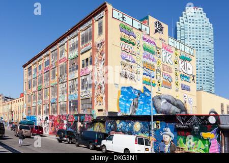 Fünf Pointz war ein Magnet für bekannte Graffiti-Künstler, Long Island City, Queens, New York City. November 2013 - Stockfoto