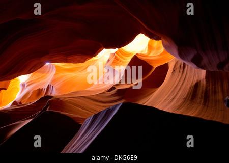 Ausgewaschene Höhle Felsformation, Antelope Canyon, Page Arizona, USA - Stockfoto
