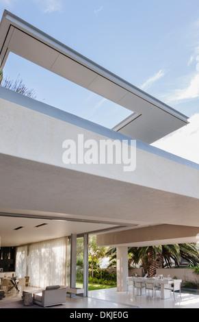 Terrassenüberdachung von modernen Haus - Stockfoto