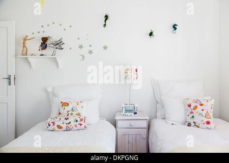 Wanddekorationen in Childs Schlafzimmer - Stockfoto