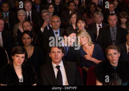Paar schwere Theater Publikum sprechen - Stockfoto