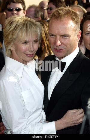 STING & TRUDIE STYLER. SÄNGERIN & WIFE.SA. SCHREIN THEATRE, LOS ANGELES, U.10/03/2002.LA796 Stockfoto