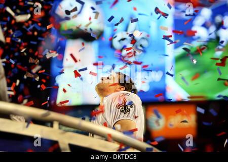7. Februar 2010 nimmt - Miami Gardens, Florida, USA - New Orleans Quarterback Drew Brees im Moment nach die Heiligen - Stockfoto
