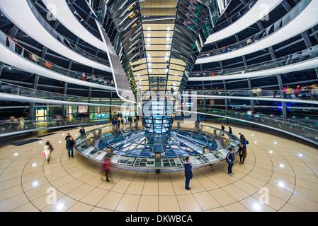Reichstag Glaskuppel in Berlin, Deutschland. - Stockfoto