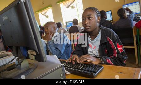 Informatikunterricht in der technischen Schule in Naivasha, Kenia, Ostafrika. - Stockfoto