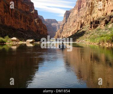 Einsamer Floß in den Grand Canyon - Stockfoto