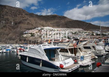 Spanien, Europa, Kanaren, Teneriffa, Los Gigantes, Dorf, Felsen, Klippe, volcanical, Hafen, Hafen, Boote, Tourismus - Stockfoto