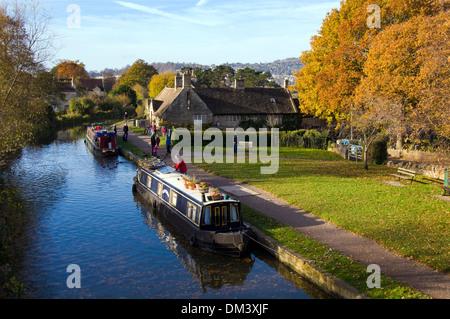 Herbstmorgen am Kennet und Avon Kanal bei Bathampton Somerset England UK - Stockfoto