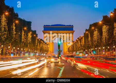 Triumphbogen in der Nacht - Stockfoto