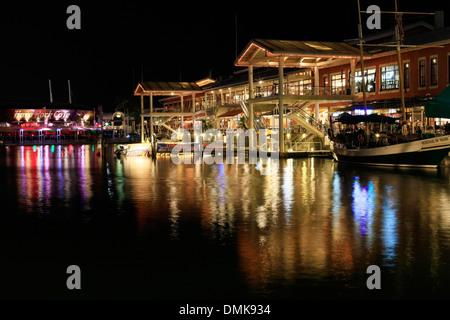 MIAMI, FL - Mai 8: Bayside Marketplace ist ein Festival Marketplace in Downtown Miami in der Nacht vom 8. Mai 2013, - Stockfoto