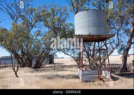 Wassertank im Outback Australien - Stockfoto