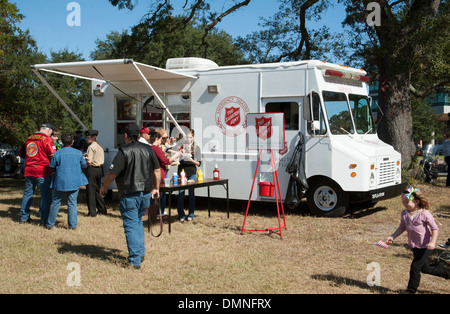 Salvation Army Emergency Disaster Services LKW Speisen am Veterans Day Pensacola Florida USA - Stockfoto