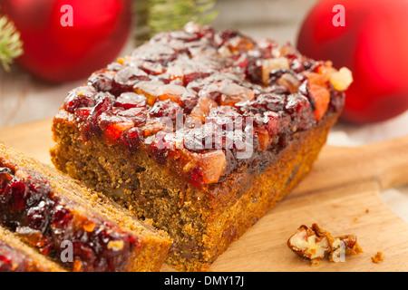 Festliche Hausgemachte Früchtekuchen mit Nüssen und Gewürzen - Stockfoto