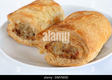 Fleischwurst Brötchen auf einem Teller - Stockfoto