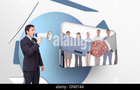 Zusammengesetztes Bild stehende Geschäftsmann durch ein Megaphon schreien - Stockfoto