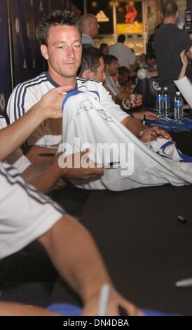 30. Juli 2006; Santa Monica, Kalifornien, USA; Chelsea Fußball-Mannschaft-Spieler JOHN TERRY meldet sich Kugeln, - Stockfoto