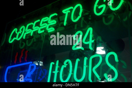 Grün blaue Leuchtreklame - Kaffee, vierundzwanzig Stunden zu gehen - Stockfoto