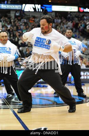 Dallas, Texas, USA. 20. Dezember 2013.  Die Mavs-ManiAACs führen bei einem NBA-Spiel zwischen Toronto Raptors und - Stockfoto