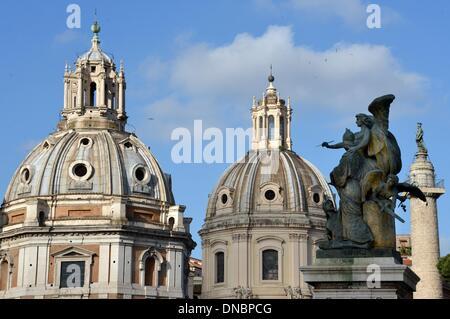 """Rom, Italien. 11. Mai 2013. Die Kirchen """"Santa Maria di Loretto"""" und """"Santissimo Nome di Maria al Foro Traiano"""", - Stockfoto"""