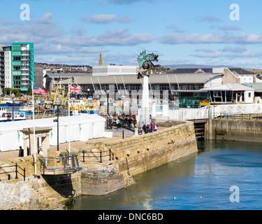 Mit Blick auf die historische Mayflower Schritte und der Barbican Gegend von Plymouth Devon England UK - Stockfoto