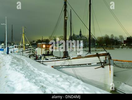 """Angelboot/Fischerboot Stockholm, festgemacht """"Matilda"""" im Djurgårdsbrunnsviken am Strandvägen, Djurgården und das - Stockfoto"""
