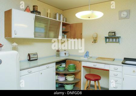 Elegant Trendy Wohnung Im Er Jahre Stil Kche Stockfoto With 50 Er Jahre Kche. Design Inspirations