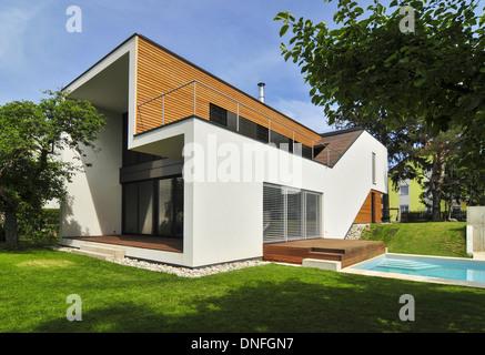 Holzhaus moderne architektur  Wohnhaus, Holzbau, Swimming Pool, moderne Architektur, Holzhaus ...