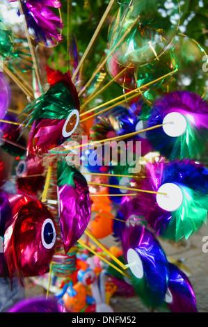 Windräder zum Verkauf an einem Marktstand - Stockfoto