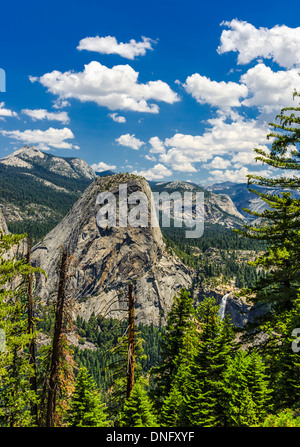 Liberty Cap.  Fotografiert von der Panoramaweg. Yosemite Nationalpark, Kalifornien, USA. - Stockfoto