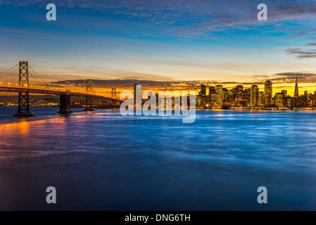 San Francisco Skyline bei Sonnenuntergang, Kalifornien, USA. - Stockfoto