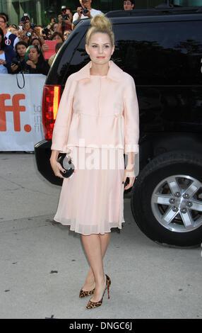 """Toronto, ON, Kanada. 10. September 2013. Jennifer Morrison bei der Premiere von """"August: Osage County"""" auf 2013 - Stockfoto"""