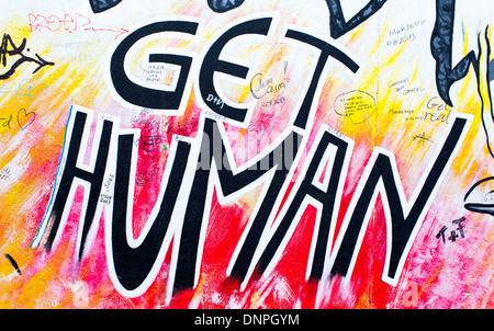 12.06.2013 bekommen Mensch, Berliner Mauer Wandbild. Berlin, Deutschland - Stockfoto