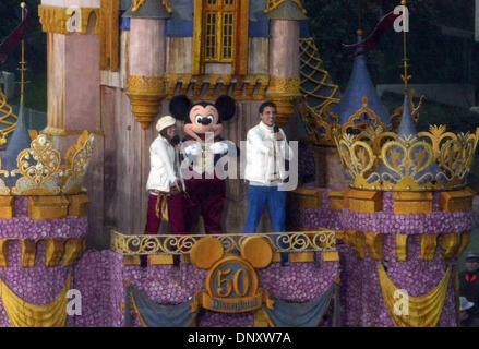 2. Januar 2006; Pasadena, Kalifornien, USA; Die Disney-Float-Antriebe hinunter Colorado Boulevard während der 117. - Stockfoto
