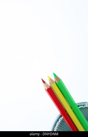 Drei Buntstifte in isoliert auf weiss. - Stockfoto