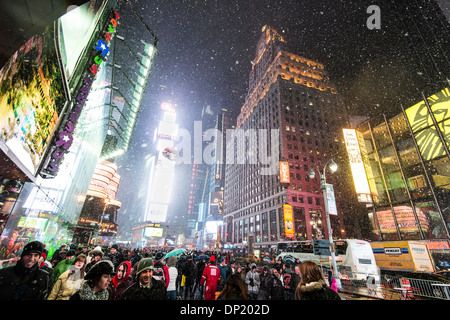 Time Square bei Schneefall, New York City, New York, USA