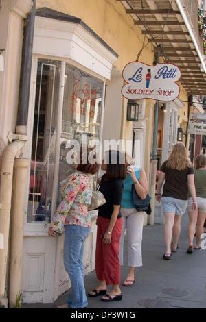 17. Juli 2006; New Orleans, LA, USA; Es ist das Ende einer Ära im Le Petit Soldat Shop im French Quarter. Dave Dugas - Stockfoto