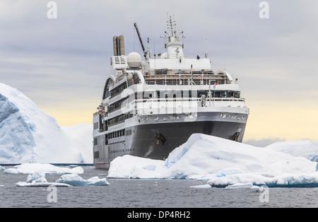 Kreuzfahrtschiff L'Austral Segeln Antarktis - Stockfoto