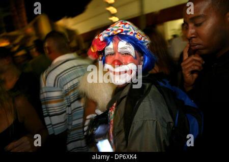"""28. Oktober 2006; West Palm Beach, FL, USA; Leute feiern gekleidete in Kostümen in den Straßen von der """"Moonfest"""", - Stockfoto"""