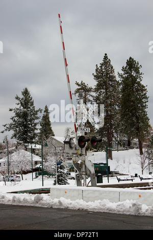 Bergbahn im Winter überqueren. - Stockfoto