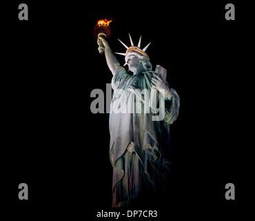 Freiheitsstatue in der Nacht, New York, USA - Stockfoto
