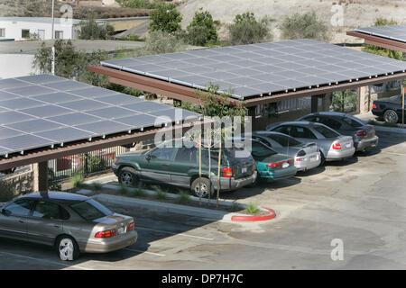 3. Juli 2006; San Diego, CA, USA; Geschichte geht es um die neue Solar-Panels in Fairbanks Ridge Family Apartments - Stockfoto