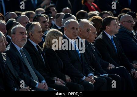 Jerusalem, Israel. 13. Januar 2014. Quartett-Vertretern und der ehemalige britische Premierminister Tony Blair (4 L), der israelische Ministerpräsident Benjamin Netanyahu (6 L), US-Vizepräsident Joe Biden (7. L), Israels Präsident Shimon Peres (8 L), Sprecher der israelischen Knesset (Parlament) Yuli-Yoel Edelstein (9. L) und Vorsitzender der russischen Zustand Duma Sergej Naryschkin (10 L) besuchen eine staatliche Gedenkfeier des ehemaligen israelischen Premierministers Ariel Sharon an der israelischen Knesset (Parlament) in Jerusalem , am 13. Januar 2014. Bildnachweis: Xinhua/Alamy Live-Nachrichten
