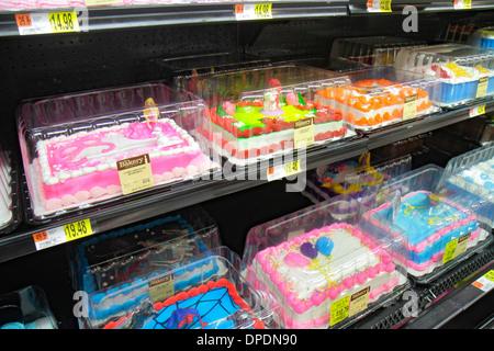Miami Florida Wal-Mart Walmart einkaufen verziert Kuchen Verkauf Anzeige Geburtstag Zuckerguss - Stockfoto