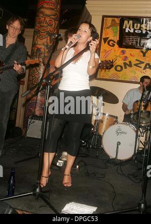 27. Juni 2006 - New York, New York, USA - sechziger Jahre Popmusik-Symbol, DONOVAN tritt seine Tochter ASTRELLA - Stockfoto